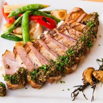 【2時間飲み放題付】お肉の盛り合わせ、サラダ、メインはシェフのおまかせ料理を含む5品