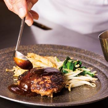 【桔梗・神戸牛と国産牛の鉄板焼きハンバーグ】サラダ、スープ、焼き野菜、ハンバーグなどが愉しめる全6品