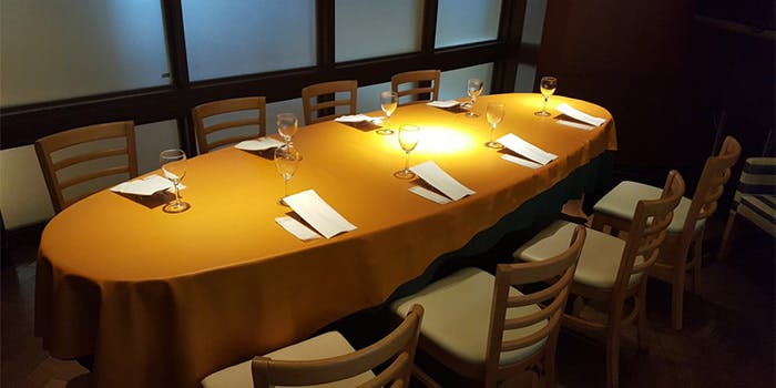 オッティモキッチン・ドゥエ・パッシのテーブル席