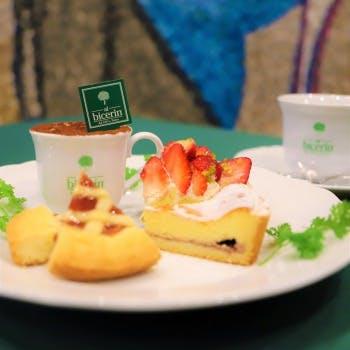 【スパークリングカクテル1杯付】ケーキ4種やジャンドゥイヤチョコレート&カフェの…