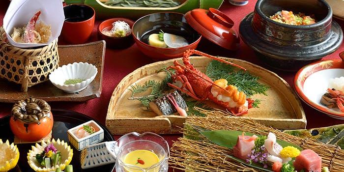 天ぷら、伊勢海老、お造り、釜めし、椀など