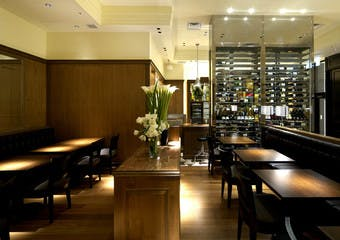 Roti American Wine Bar & Brasserieの写真
