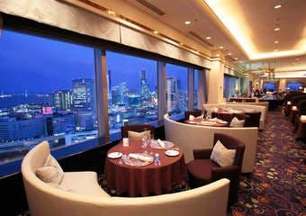 スカイラウンジ 「ベイ・ビュー」/横浜ベイシェラトン ホテル&タワーズの写真