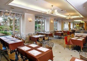 バイキングレストラン ザ・ガーデン/宝塚ホテルの写真